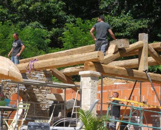 Construction d'une villa, Toiture, Charpente, mur pierre