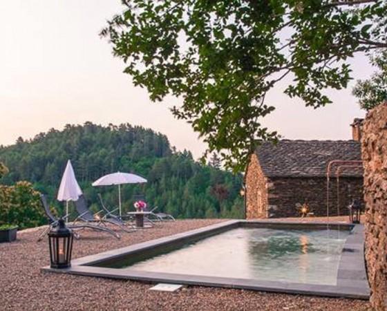 Construction d'une piscine pour un mas traditionnel